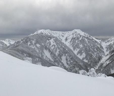 白山伏拝岳より経が岳(右)と北岳(左)ss