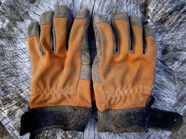 4年使った手袋0324