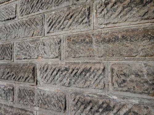 白老 軟石倉庫②-3 軟石表面