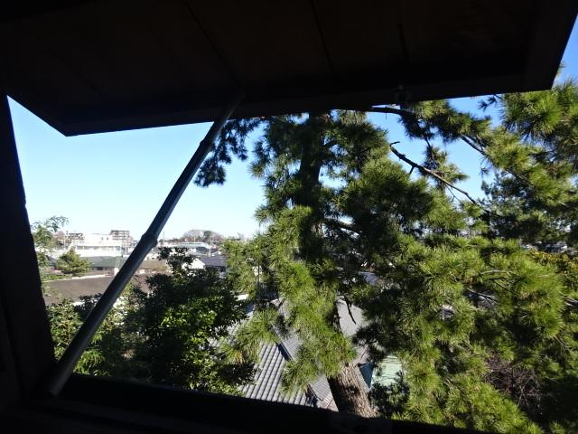 意富比神社の灯明台 2階窓