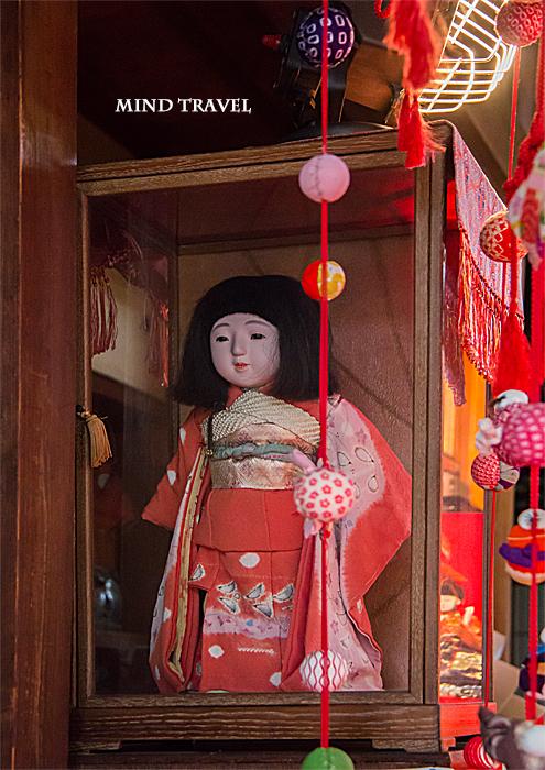 大和な雛祭 源九朗稲荷神社 ケースに入った市松人形