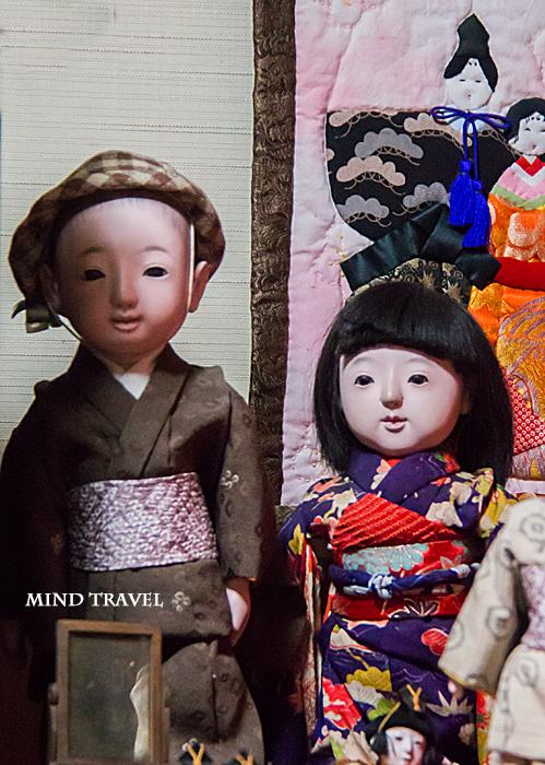 源九郎稲荷神社-市松人形