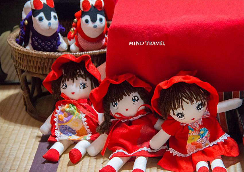 源九郎稲荷神社-文化人形