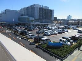 市立病院、246歩道橋から臨む