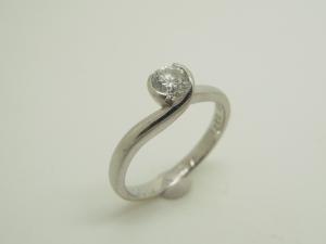 立爪ダイヤリングBefore1