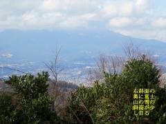 富士山の上層部が雲の中