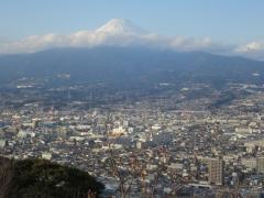 香貫山展望台から富士山 やっと顔を出した