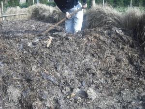180329NO5堆肥切返し