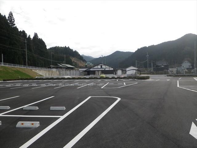 ダム上流の河川公園の駐車場