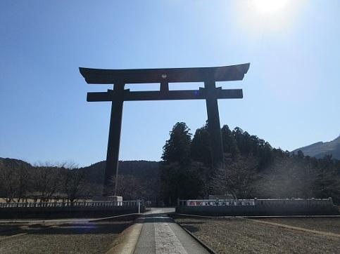 11 熊野本宮大社の大鳥居