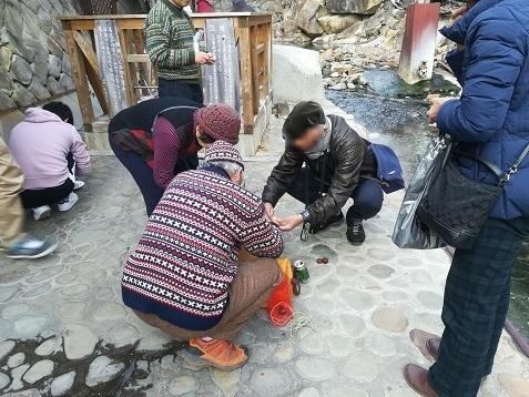 17 湯の峰温泉 温泉玉子を食べる