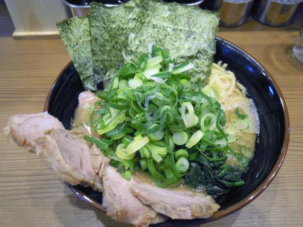 横浜ラーメン二代目常翔家・九条ネギチャーシュー麺