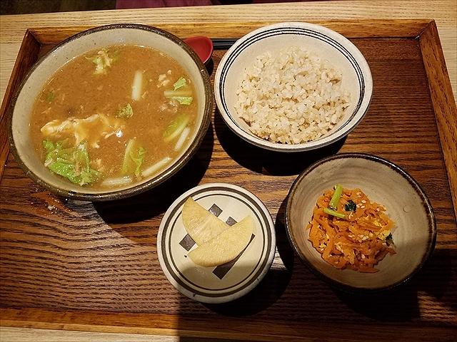 20171216_082447_R カミサンの味噌汁定食玄米半分