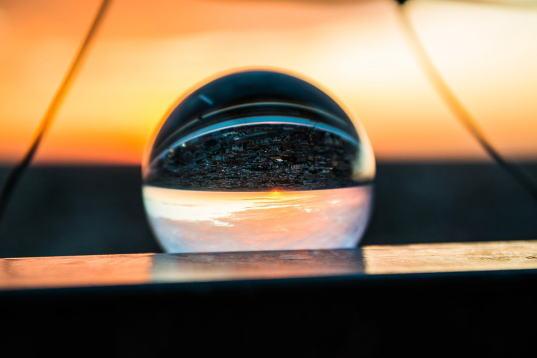 glass-ball-1897154_960_720.jpg