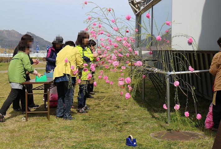 枝垂れ桜の様な飾り 30 3 24
