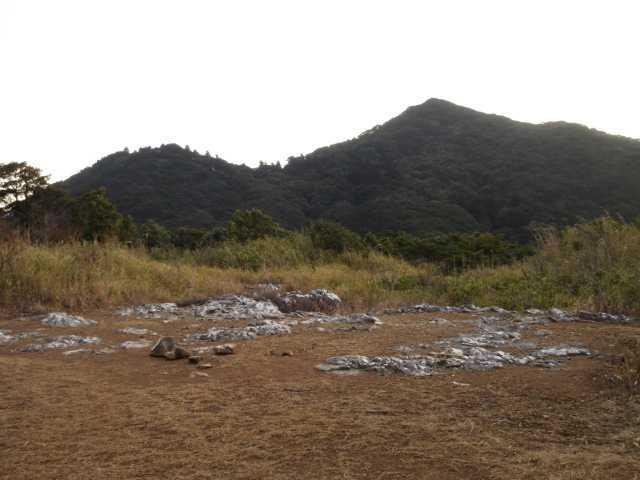 IMG5108JPG砲台山からシルエットの足立山