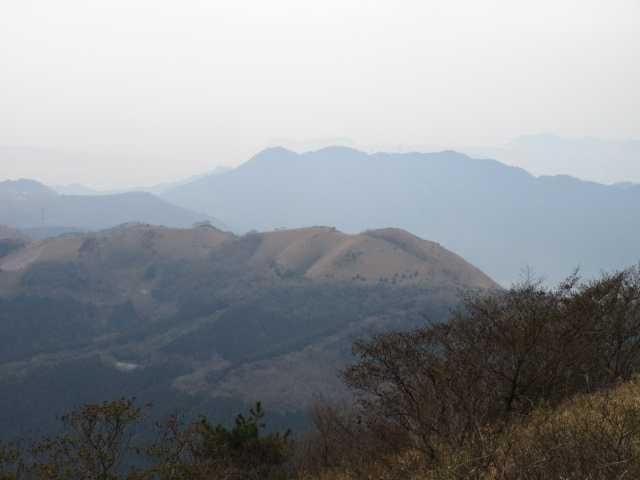 IMG_5524JPG偽水晶山の奥に苅田アルプス