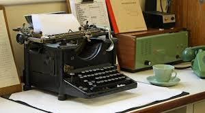 06 300 antique typewriter