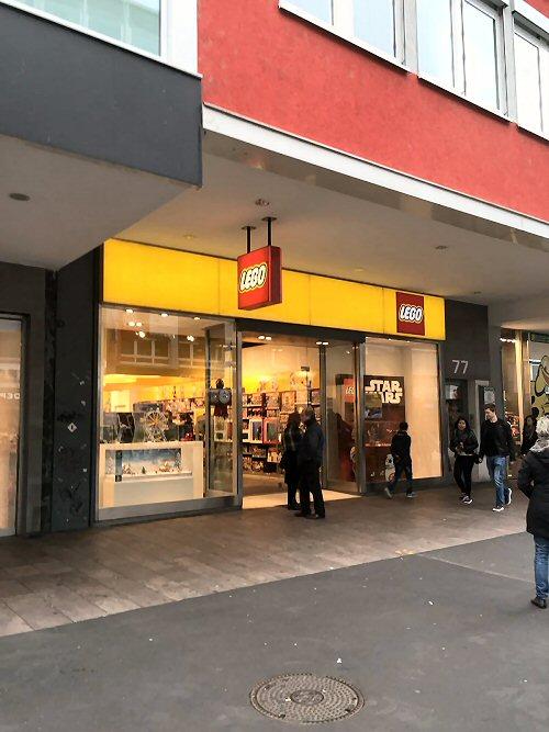 03a 500 Lego retail shop