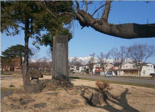 500 20180331 02 記念碑南葉山桜