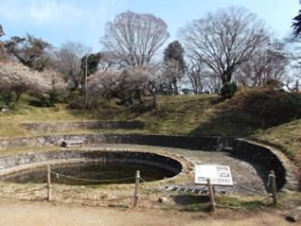 水をたくわえる「日の池」