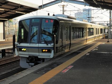 JR西日本 大和路快速 221系 電車【大阪城公園駅】