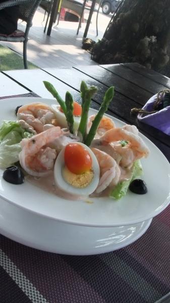 パタヤ マッサー娘とサンダレー昼食  (1)