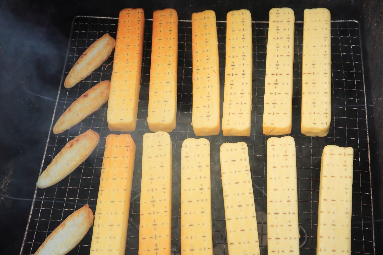 ブログ スモークチーズ作り.jpg