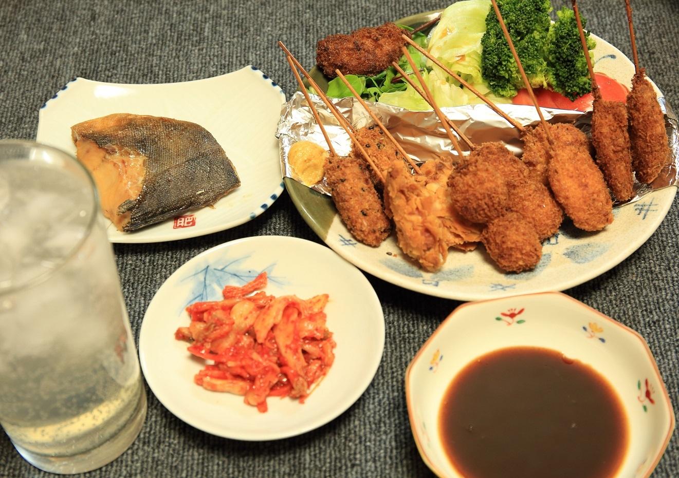ブログ 手抜きの冷食の 串カツの夕食.jpg