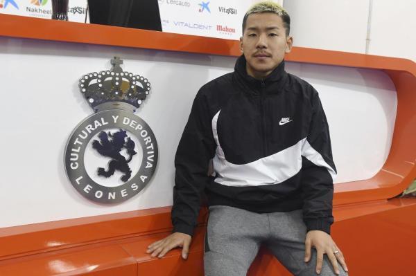 Yosuke_Ideguchi,_la_perla_japonesa_bajo_la_nieve_de_León