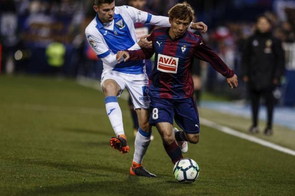 Deportivo_0-1_Eibar_-_Takashi_Inui_goal.jpg