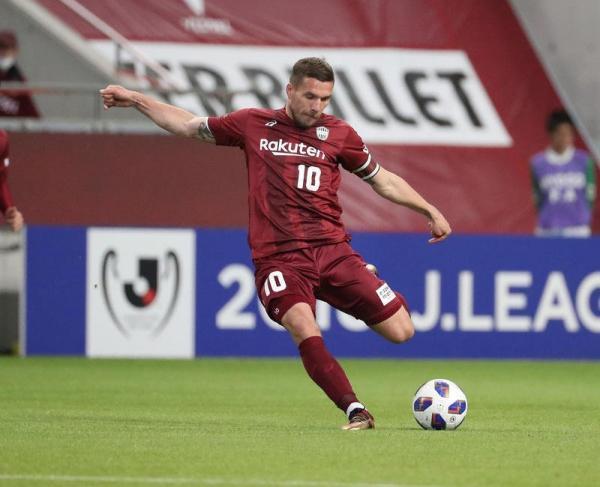 Vissel_Kobe_2_-_2_V-Varen_Nagasaki_-_Podolski_goal.jpg