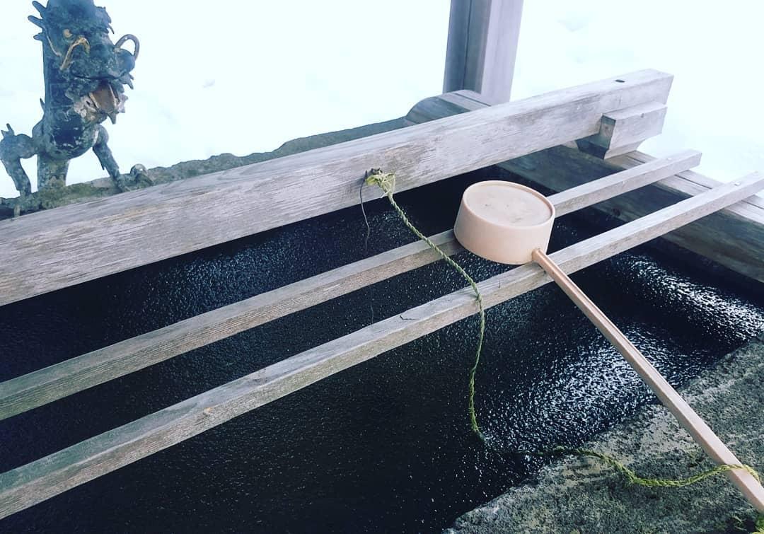 手水鉢凍る