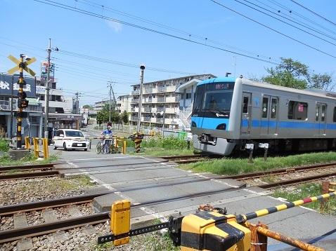 小田急江ノ島線の大和5号踏切@大和市f