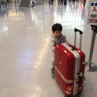 空港の床はよく滑る