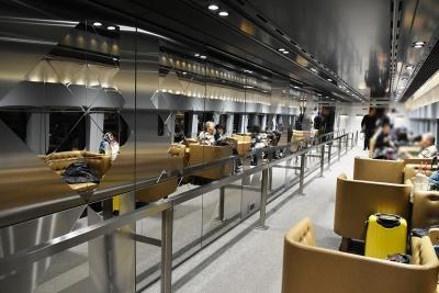 12号車 鏡面ステンレス 現美新幹線