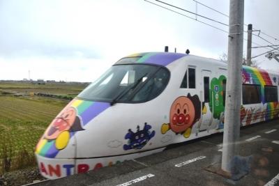 8000系アンパンマン列車