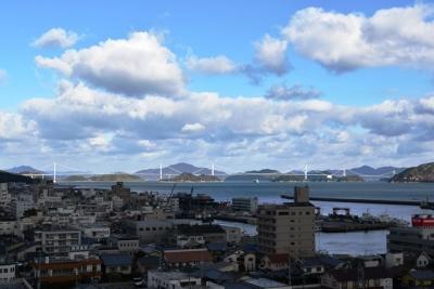 今治城から望む来島海峡大橋