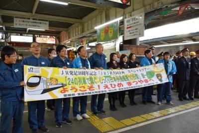 松山駅でJR四国のお出迎え