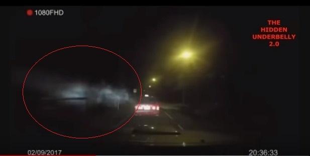 【動画】タクシーに「謎のエネルギー体」がとりつき、車が暴走…霊体の仕業か?