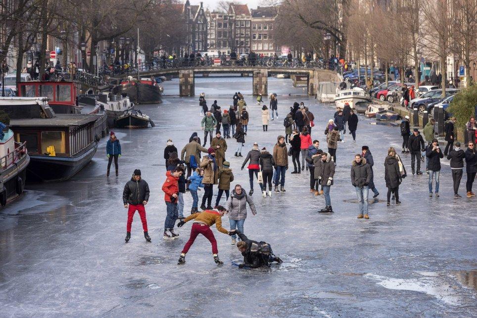 【氷河期到来】オランダ・アムステルダムの運河が凍る…マウンダー小氷期の再来やろこれ、温暖化とはなんだったのか?