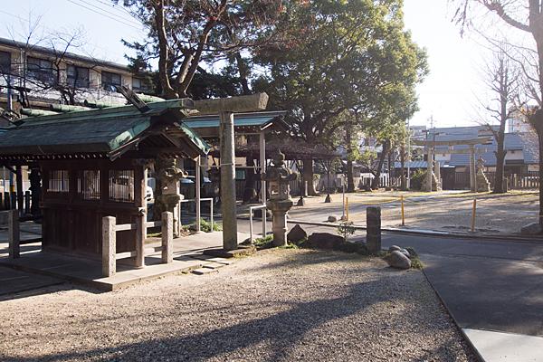 八幡社児子社境内の風景
