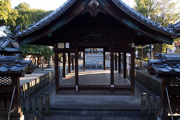 味鋺神社祭文殿から境内を見る