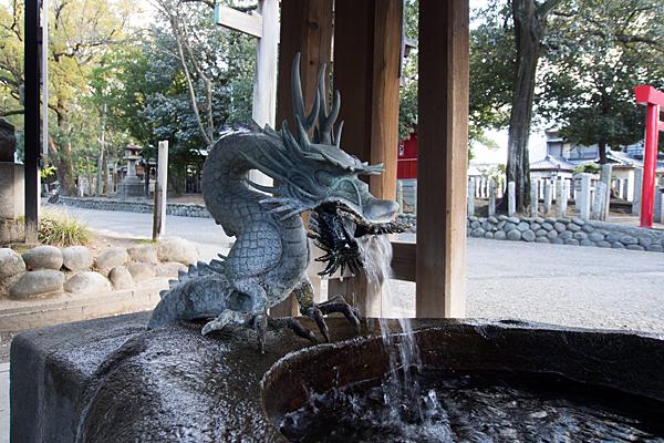 川原神社手水舎の龍