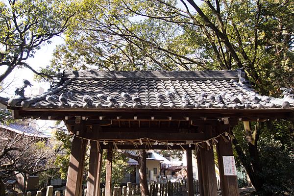 川原神社手水舎屋根の鳩