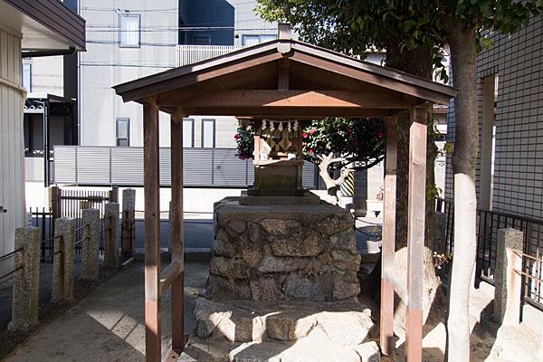 濱鶴ノ宮神社本社前
