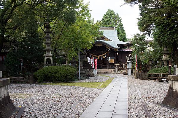 本土神社参道と境内