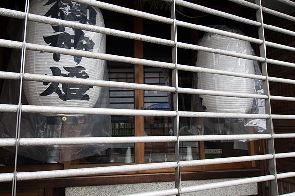 松城町1秋葉神社中を覗く