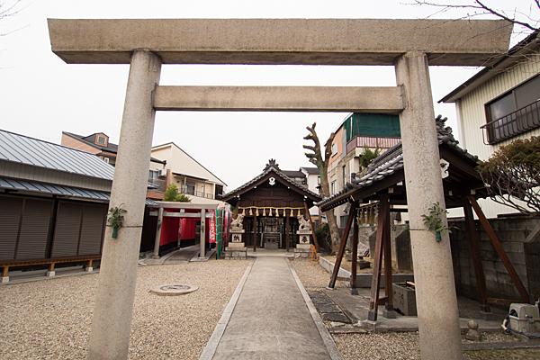 豊郷神社鳥居前