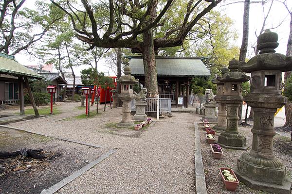 御替地神明社参道と拝殿